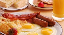 Плотный завтрак повысит женскую фертильность