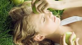 Яблоки защищают женское сердце