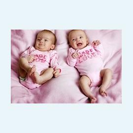Двойняшки появились на свет одновременно… от разных матерей