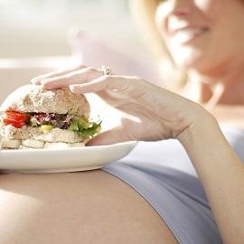 Фаст-фуд во время беременности может повредить здоровью 3 поколений