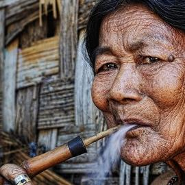 Моя бабушка курит трубку