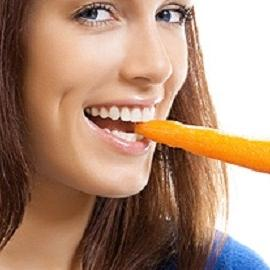 Женщинам советуют грызть морковь