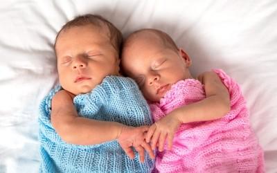 В России чаще стали рождаться королевские двойни