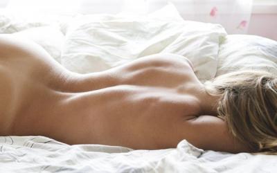 Спите, дамы, голышом, будете здоровы