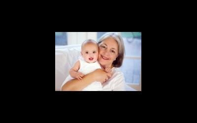 Украинская мама- пенсионерка не подпускает врачей к своему больному ребенку; надо ли ограничивать возраст женщины при ЭКО?