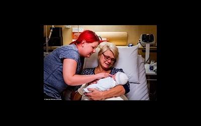 Австралийка в 46 лет родила собственного внука