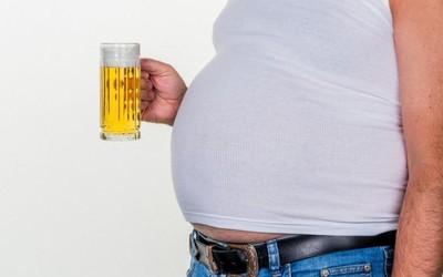 Пивной живот приводит к ухудшению мужской фертильности