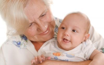 Австралийка родила дядю своим 10 внукам