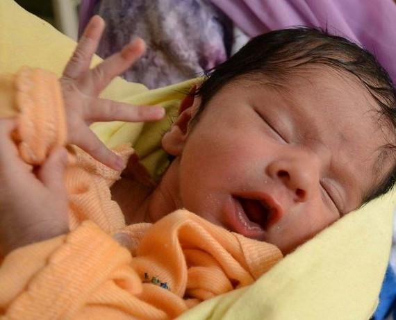 В Казахстане родила первая «девочка из пробирки»