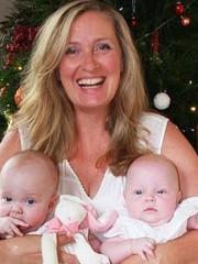 После 5 попыток ЭКО 50-летняя женщина родила близнецов